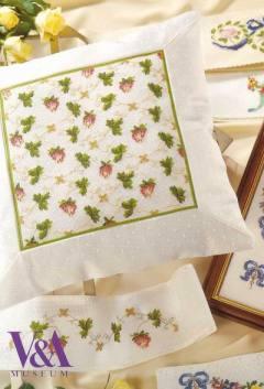 Земляника - растительный орнамент на подушке - схема вышивки крестиком