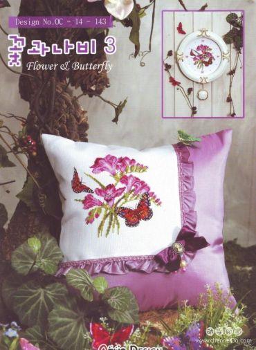 Рукодельки подушка с красными цветами и бабочками